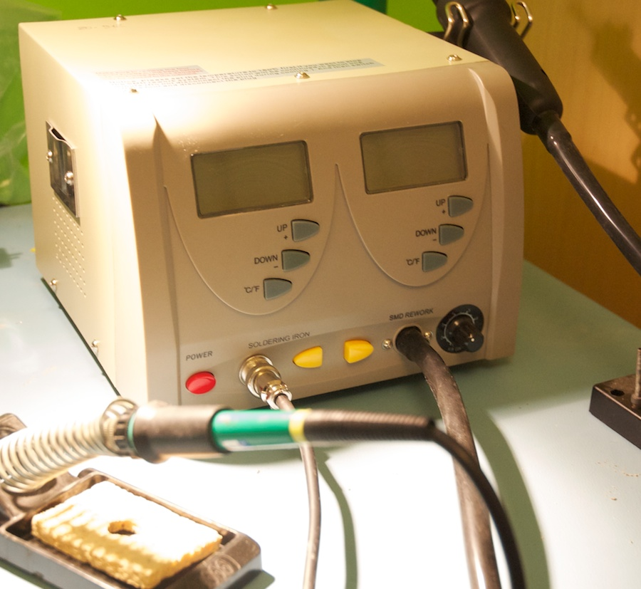 The ZD-912 is a majestic soldering station, with an oversize case